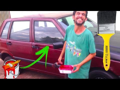 pincel pintando. pó pintando o carro no pincel