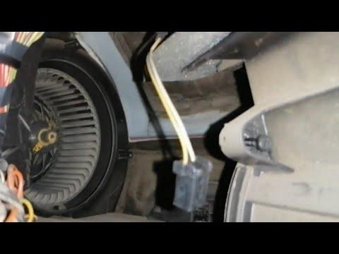 Устранение скрипа мотора печки на Форд фокус 2, 1.6. Снятие и постановка кожуха моторчика.