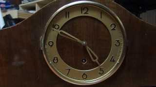 Vintage German clock during repair / Staré německé hodiny během opravy