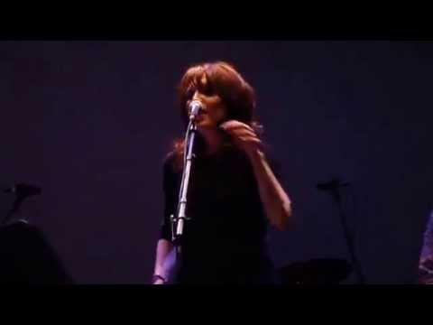 Katey Sagal sings Free Falling