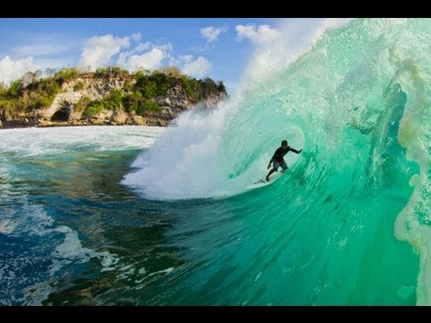 Surf Padang Padang, Bali, big waves.