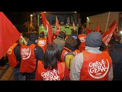 Portuguese walk out over government cuts