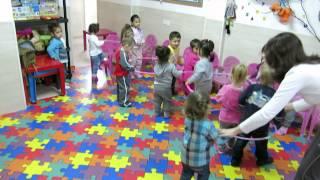 урок музыки в детском саду Мишутка