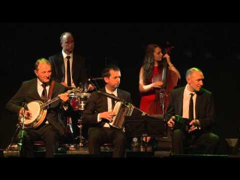 The Kilfenora Céilí Band with dancer Deirdra Kiely: Traditional Irish Music from LiveTrad.com