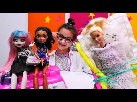 Игры для девочек с #Барби (BARBIE) и #МонстрХай: лечим Рошель от бешенства! Видео с куклами