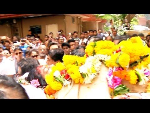 Reema Lagoo की अंतिम यात्रा मे पूरा Bollywood Kajol Aamir सब उनके दाह संस्कार मे - Reema Lagoo
