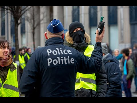 احتجاجات عنيفة بشوارع بروكسل ضد قانون الهجرة  - نشر قبل 5 ساعة