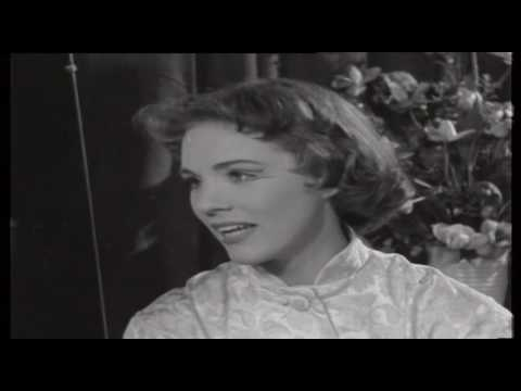 Julie Andrews Biography | English Film And Stage Actress | Story Of Life And Success