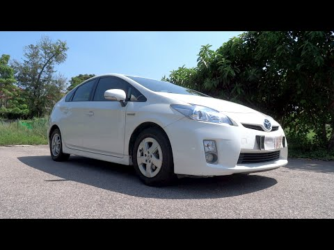 2011 Toyota Prius Start-Up, Full Vehicle Tour and Test Drive