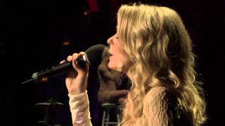 "LeAnn Rimes Performs ""The Rose""  with The Gay Men"
