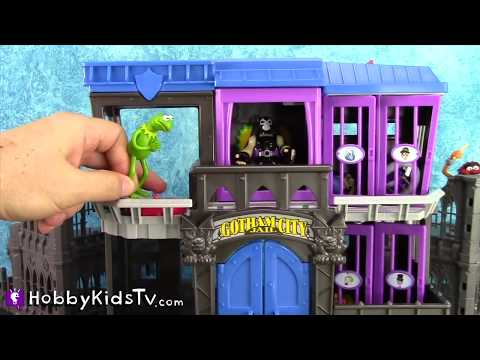 PLAY-DOH Batman and Spiderman Competition in Gotham Cityl