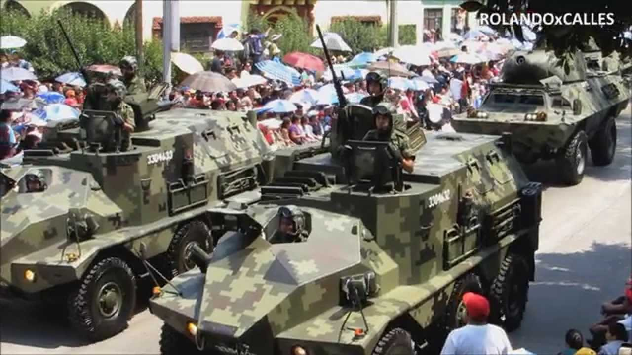 MILITARY VEHICLES / HD in slow motion / 5 DE MAYO MEMORIAL PARADE / MEXICO ARMY