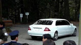 asashoryu leaving in his mercedes ベンツ s1000 limo after dezuiri 1 6 2010 明治神宮