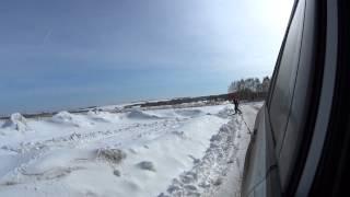Зацепили сноуборд за машину