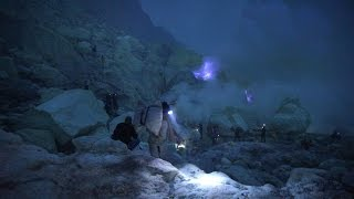 Travelling to kawah Ijen (the famous Blue fire) Almost die by the poisonous smoke