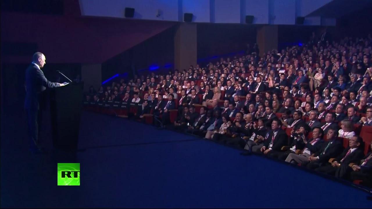 Владимир Путин открыл в Екатеринбурге выставку «Иннопром-2017»