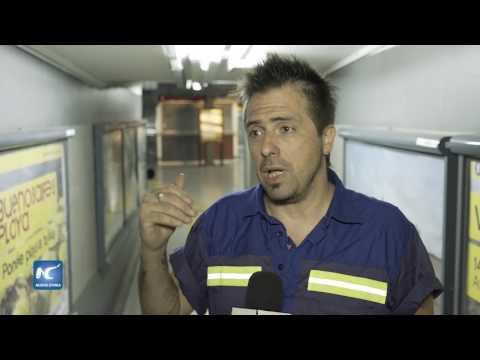 Una noche con el escritor que limpia el metro de Buenos Aires