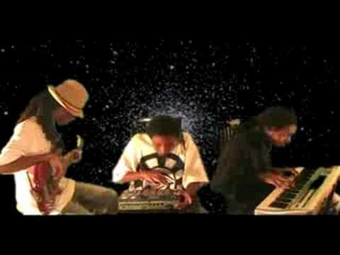King I Divine Making a Soul Hip Hop Beat (FREE BEAT DOWNLOAD !) Mpc 1000