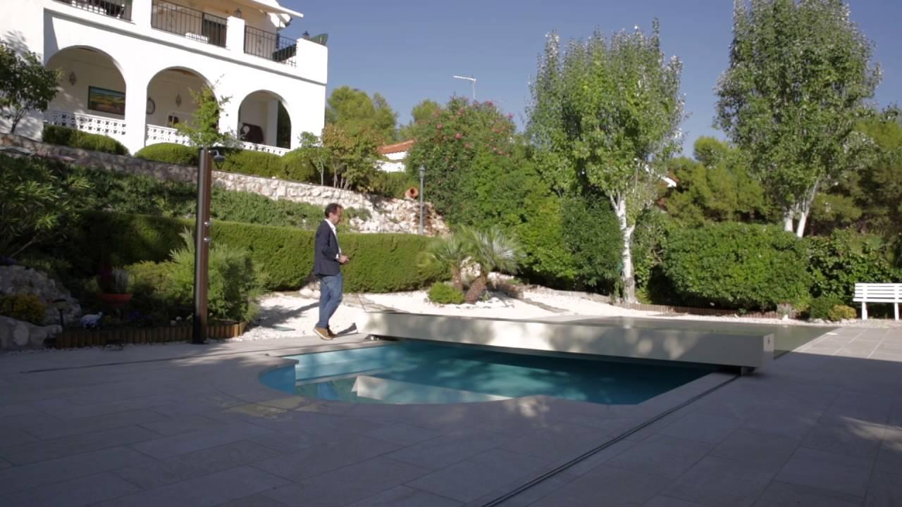 couverture piscine coverseal vue du ciel youtube. Black Bedroom Furniture Sets. Home Design Ideas