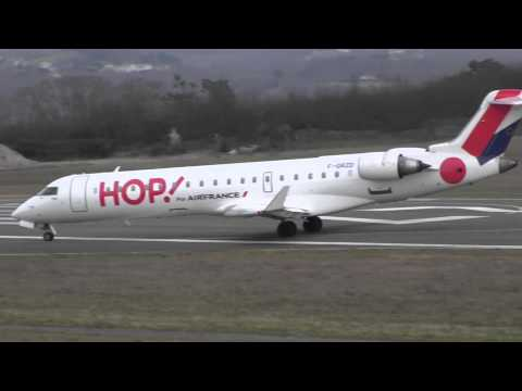 HOP! CRJ 700 take off runway 27 at Biarritz (LFBZ/BIQ)