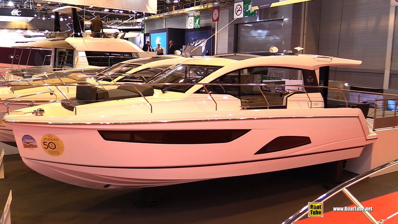 Salon Nautique à Paris 2016 Sealine C330 Motor Yacht Deck And Interior