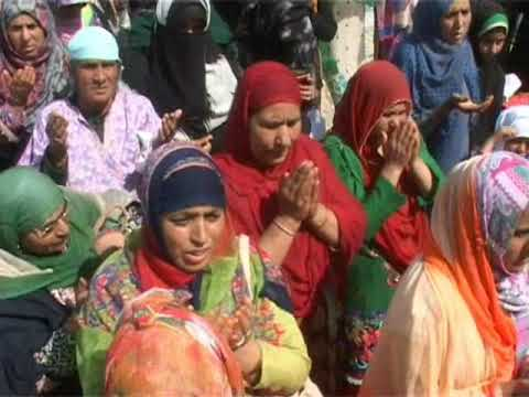 Thousands attend prayers at Dargah Hazratbal on eve of Shab-e-Me'raj