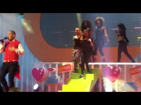 "Stan Walker ""Light It Up & Loud"" - 2011 Australian Kids' Choice Awards Performance"