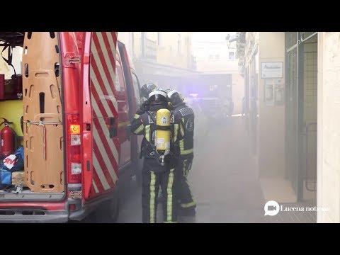 VÍDEO: El incendio de una cocina ocasiona una densa humareda en un edificio de la calle Canalejas