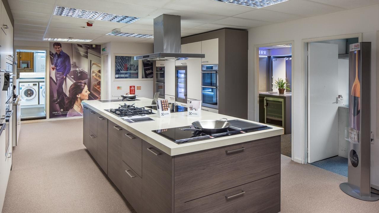 New kitchen design simple modular kitchen design youtube for Modular kitchen designs youtube