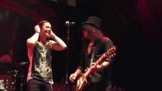 "Slash ft. Myles Kennedy & the Conspirators - ""Dirty girl"" World premiere live in Osaka, Japan"