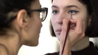 Урок макияжа.  Рисуем стрелки. Синие стрелки.