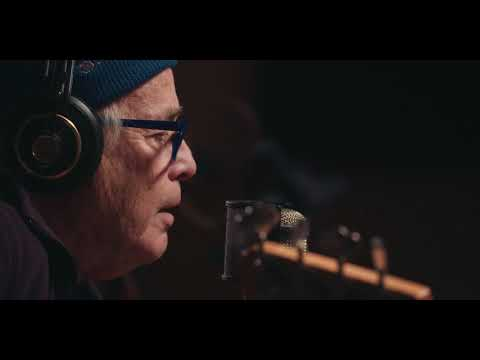 Ry Cooder  Everybody Ought to Treat a Stranger Right  in studio