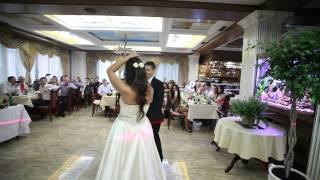 молодожены читают рэп на свадьбе