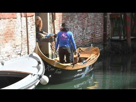 Coronavirus: à Venise, les personnes âgées et isolées livrées par gondole | AFP