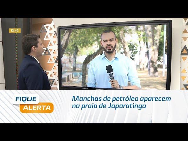 Manchas de petróleo aparecem na praia de Japaratinga