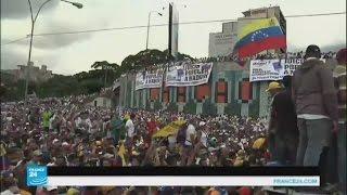 المعارضة الفنزويلية تقرر تعليق زحفها نحو القصر الرئاسي