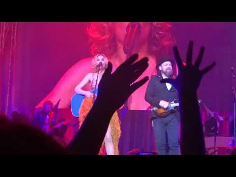 """Sugarland sings """"Baby Girl"""" live at PNC Arena"""