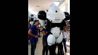 Robô cai no Iguatemi Salvador