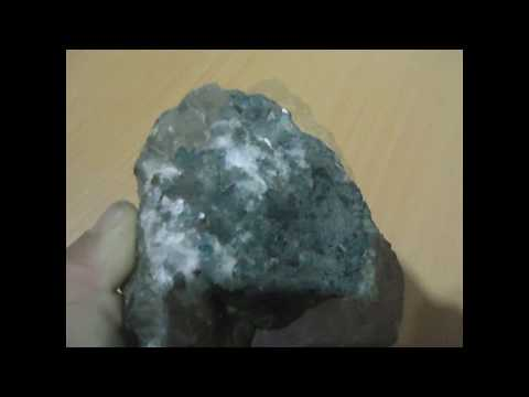 Kimberlite in diamonds natural