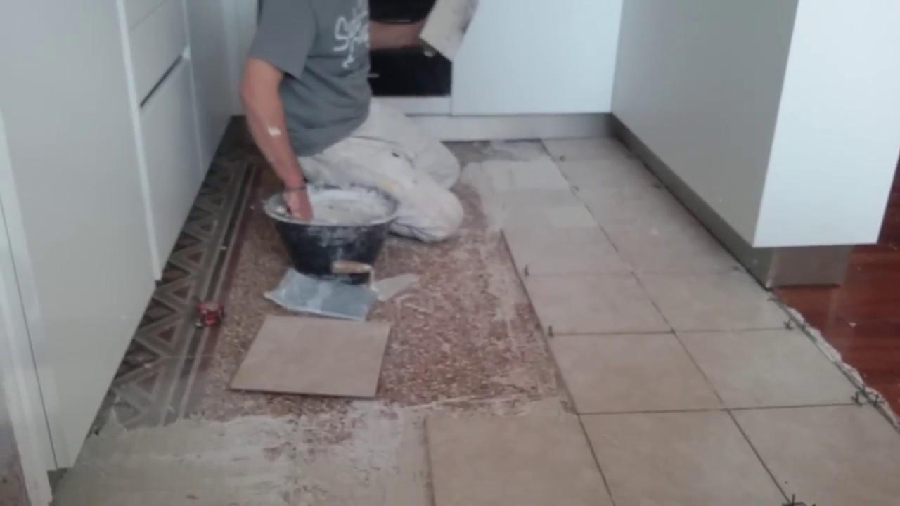 Posa piastrelle a pavimento youtube