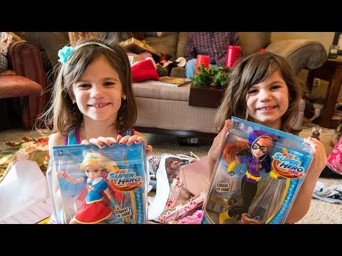Christmas Treasure Hunt with Capri & Isabel! American Girl Doll | Twin Family Fun Vlogs!