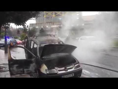 Arde una furgoneta en el centro de la ciudad 18 1 19