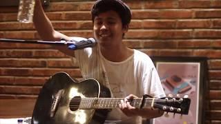 Baixar Ismam Saurus - Orang Desa (LIVE) AT Hi! Folk hihi cafe