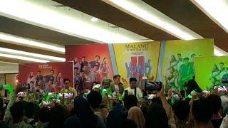 Video Pecah!!! Magung Film Yo Wis Ben 2 di Matos Kota Malang (Part 2) download MP3, 3GP, MP4, WEBM, AVI, FLV Agustus 2019