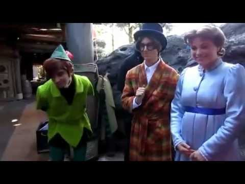 Peter Pan, Wendy Darling & Jean Darling. - Following the leader. - Disneyland Paris.