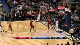 NBA: Anthony Davis Finishes the High-Flying Oop