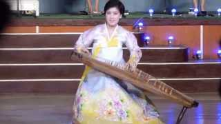 Video Musical performance on a gayageum, a traditional Korean zither-like string instrument... download MP3, 3GP, MP4, WEBM, AVI, FLV Mei 2017