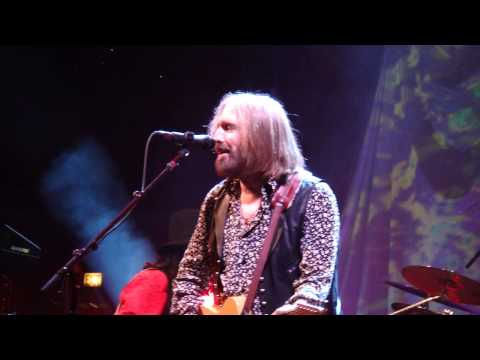 19  You Wreck Me TOM PETTY LIVE Chicago United Center 8-23-2014 BY CLUBDOC