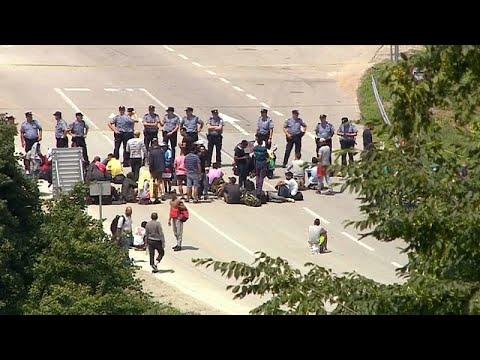 الشرطة البوسنية تمنع إنتقال مهاجرين إلى اسبانيا  - نشر قبل 3 ساعة