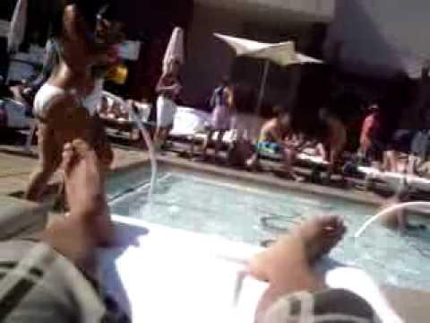 Pool bare